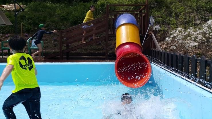 수영장 슬라이드